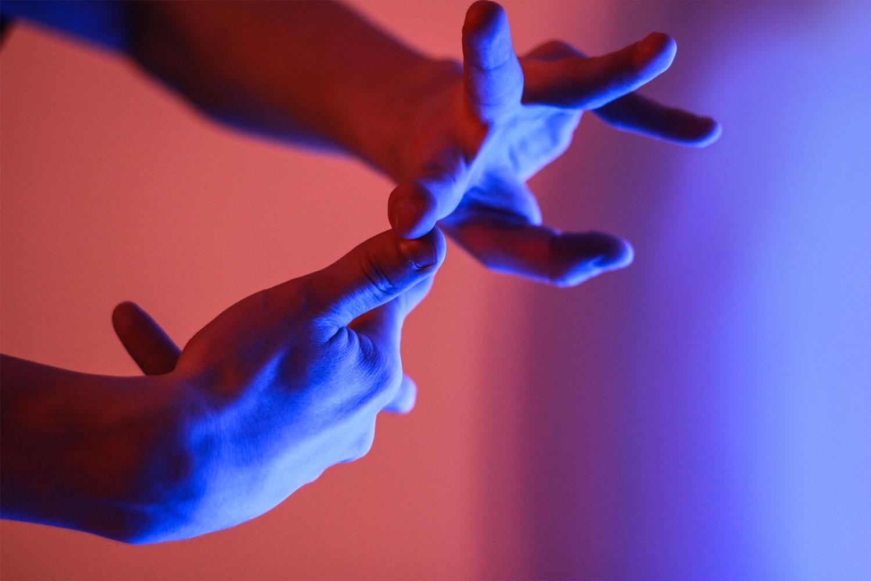 Tut das nicht weh? Hände, vor dem Überstrecken. Foto: Andrei Lazarev/Unsplash