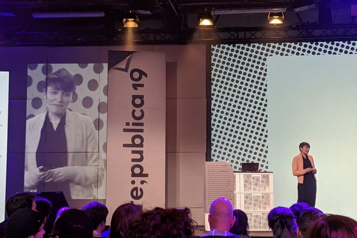 Sigi Maurer bei ihrem Vortrag auf der re:publica 2019